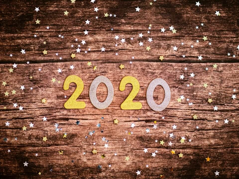 Wood sign that says 2020 with sparkles